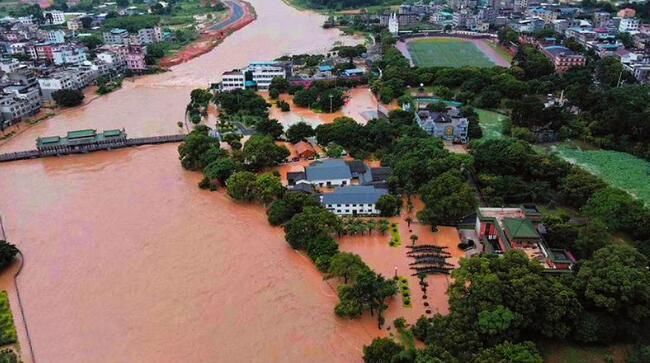 雨势凶猛!未来两天桂北桂中仍持续强降雨天气