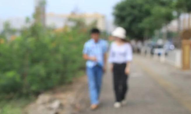 """广西一已婚男到工地上香拜天地…骗走""""女友""""40余万"""