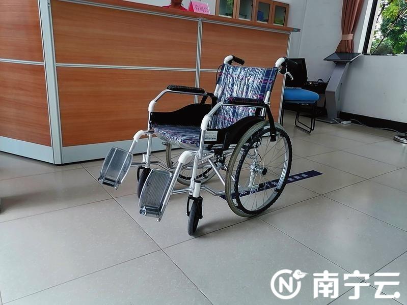 乘电动轮椅不能进入南湖公园?园方: 残疾人可免费租用手摇轮椅入园