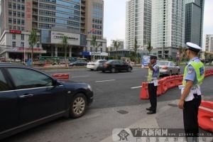 """南宁交警推出""""文明交通体验""""志愿活动 参与即送头盔"""